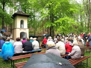 Nabożeństwo w Studzionce, organizowane przez parafię z Budkowic