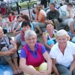 001 Pielgrzymi przed apelem jasnogórskim w Zborowskim