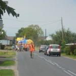 036 Pielgrzymi legniccy wchodzą do Łubnian